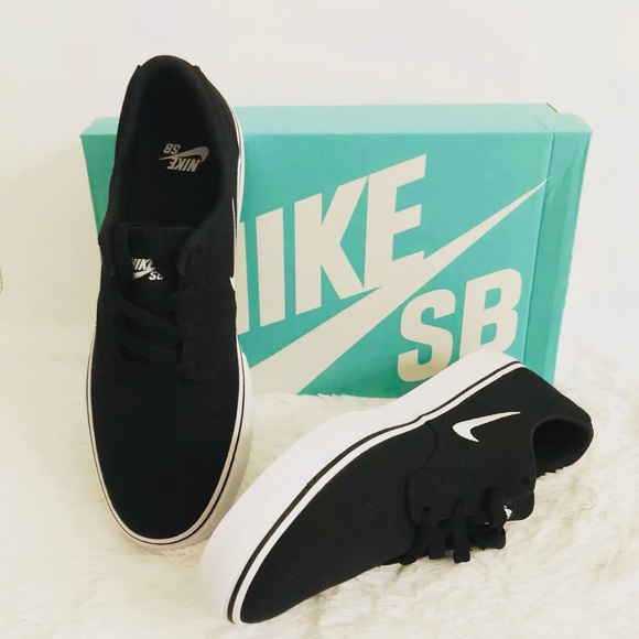 bc7344027393 Men s Nike SB Clutch Black Canvas